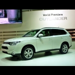 Mitsubishi Outlander MY 2012: crossover eco-friendly
