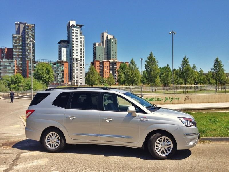 Test Drive: SsangYong Rodius 2.0 XDI 4WD Delux