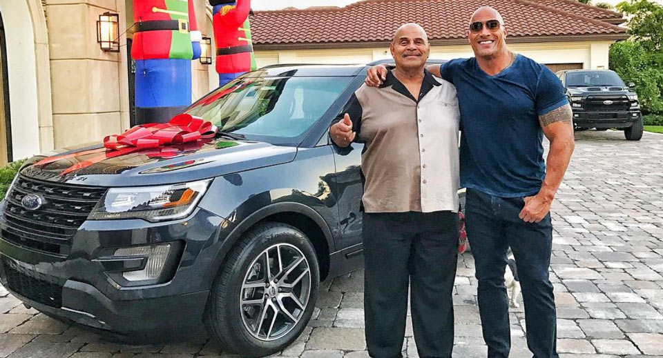 Dwayne Johnson: Una Ford Explorer per il papà